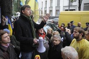 Доний: власть хочет закрыть Луценко от мира