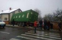 Во Львовской области грузовик врезался в частный дом
