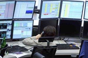 Торги на межбанке начались падением евро