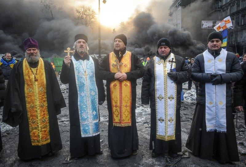 Священники під час протистояння на Грушевського