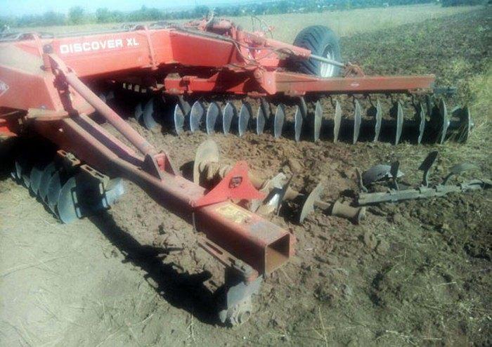 ВДонецкой области трактор подорвался намине, шофёр  ранен