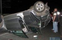 Под Киевом Opel перевернул другой автомобиль и врезался в фуру