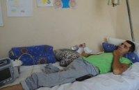 """Боец """"Айдара"""", который остался без руки и без ноги, живет в квартире, куда не влезает инвалидная коляска. Требуется помощь"""