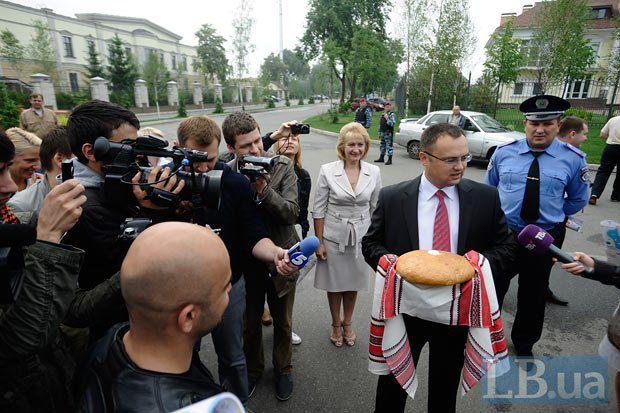 Глава сельсовета встречал прессу с хлебом и солью