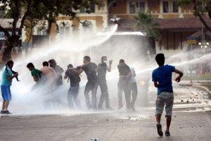 Стамбульская полиция вытеснила повстанцев с площади Таксим