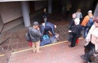 """На станции киевского метро """"Житомирская"""" мужчина упал с высоты в подземный переход"""