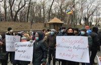 У Кабмина прошла акция с требованием передать Гостиный двор общине Киева