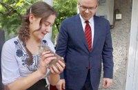 Председатель Одесской ОГА Степанов подарил свой дом в деревне Ставрово сироте