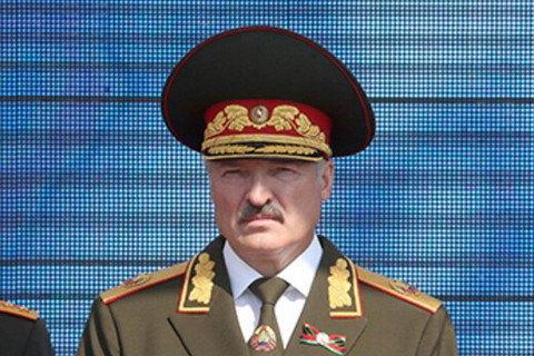 """Лукашенко замовив у Росії """"десятки літаків, десятки вертольотів, озброєння ППО"""""""