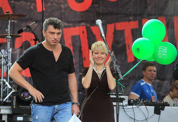 Борис Немцов и Чирикова на съезде оппозиции в Москве