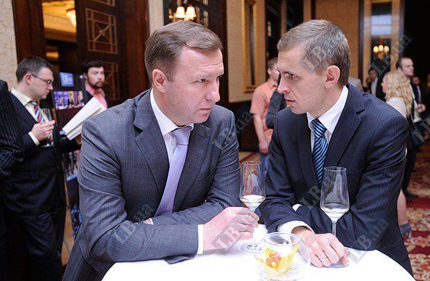 Анатолий Макаренко, экс-глава Государственной таможенной службы Украины (слева) и Виктор Шлинчак, глава набсовета Института мировой политики