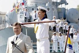 Украина готова предоставить ЧФ РФ свои базы - Янукович