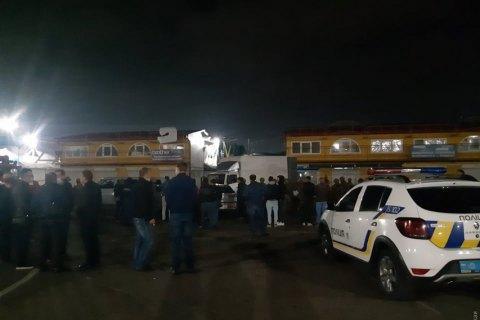 """В Одессе на рынке """"Седьмой километр"""" произошли столкновения между правоохранителями и турецкой общиной"""