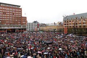 Тысячи людей в Осло пели назло Брейвику