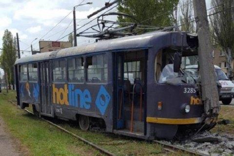В Одесі трамвай зійшов з рейок і зніс стовп