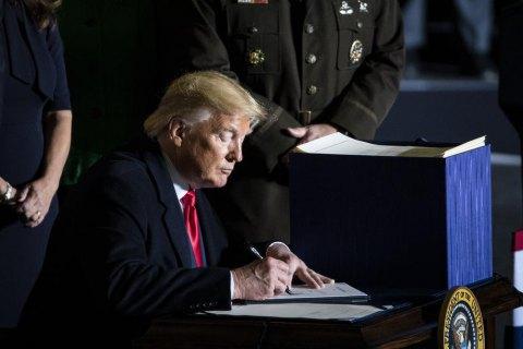 Трамп подписал оборонный бюджет, предусматривающий $300 млн военной помощи Украине