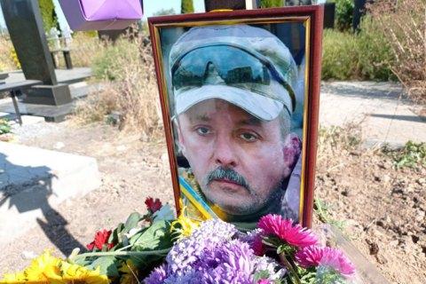 Вогонь пече запеклих. Як в Україні руйнують могили ветеранів