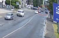 У Луцьку автівка збила на переході батька з двома дітьми