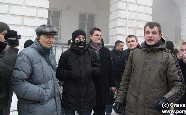 Євген Карась (праворуч) на акції на захист Гостиного двору