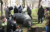 У Чернігові знесли пам'ятники Щорсу і Крапив'янському