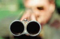 В пригороде Николаева пьяный мужчина устроил стрельбу на улице