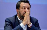 """В Италии за незаконное задержание мигрантов будут судить """"друга Путина"""" - экс-главу итальянского МВД"""