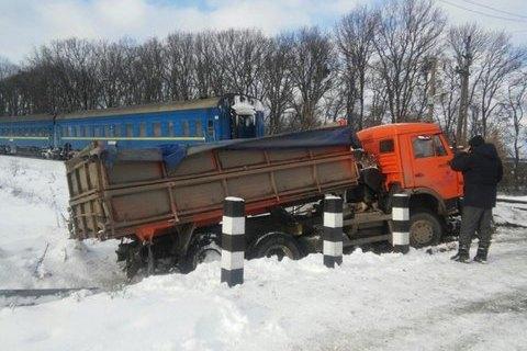 """Потяг """"Хмельницький - Москва"""" зіткнувся з вантажівкою в Хмельницькій області"""