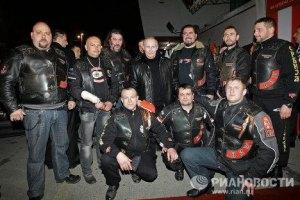 Путин перед встречей с Януковичем заехал в байк-лагерь