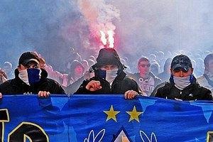 """Ультрас """"Динамо"""" мітингують біля Будинку футболу"""