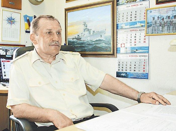Микола Жибарєв зберігає в службовому кабінеті картину, написану з СКР-112. Над кораблем майорить український прапор.