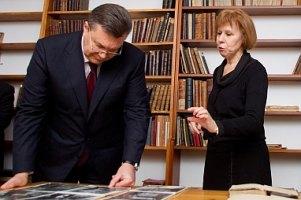 Янукович приказал Попову беречь музей Грушевского