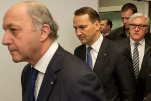 Германия, Польша и Франция готовы помочь Яценюку в реформах