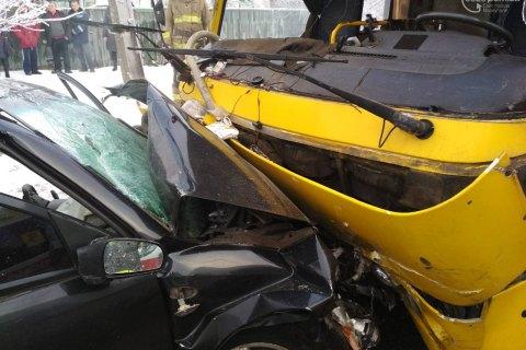 В ДТП в Мариуполе пострадали 8 человек, один погиб