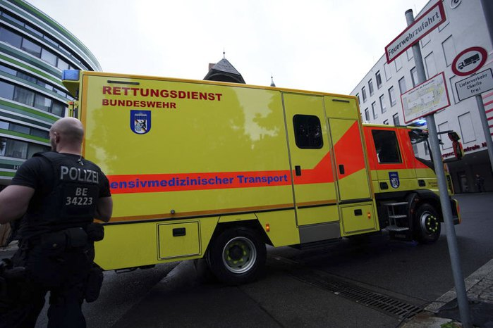 Скорая привезла оппозиционера Навального в клинику Шарите в Берлине, 22 августа 2020