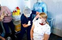 Українських міністрів також вакцинують