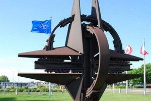 Россия и НАТО выпустили словарь для общения друг с другом