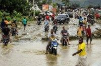 Из-за паводка, вызванного сильными дождями, в Индонезии погибли около 60 людей