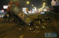 В Киеве Toyota обгоняла трактор так, что тот перевернулся