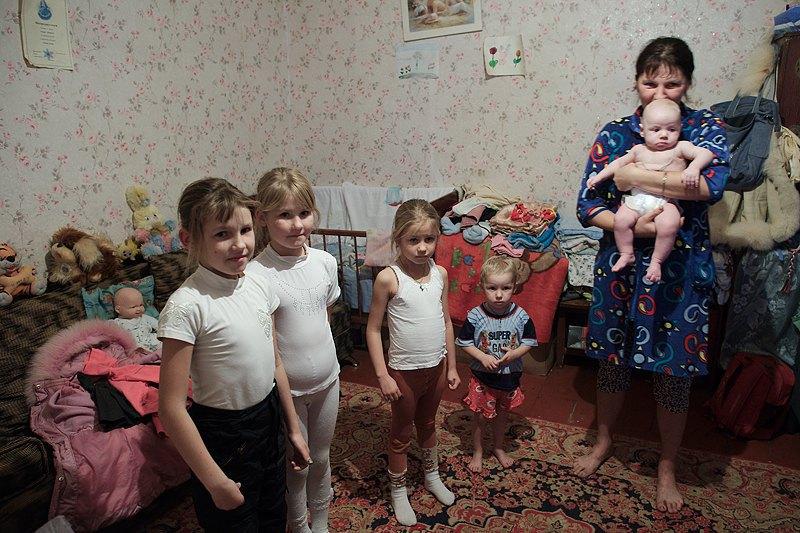 У Ніни четверо доньок - Наташа, Олеся, Аня і Софія та син Діма