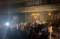 У Грузії активісти закидали яйцями готель на знак протесту через візит російського ведучого Познера