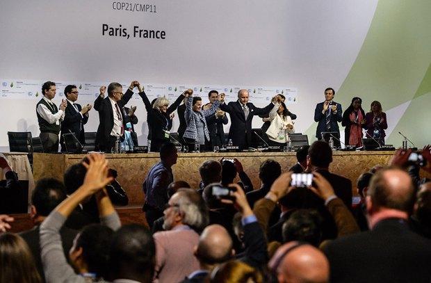 Ликование участников Парижской конференции после окончательного принятия соглашения