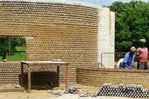 В Нигерии построили квартал из пластиковых бутылок