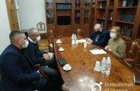 Денісова зустрілася зі звільненими з полону в Іраку українцями