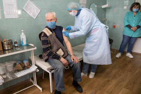 В Украине за сутки от ковида полностью вакцинировались 26 382 человека
