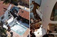 В Бразилии самолет упал на дом: погибли 3 человека
