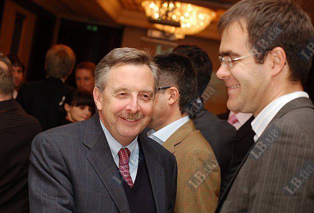 Посол Германии в Украине Ганс-Юрген Гаймзет (слева) и руководитель Представительства Фонда Бьолля в Украине Кирилл Савин