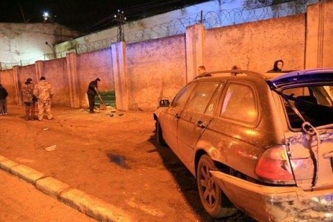 В Одесі автомобіль на єврономерах пробив дірку в стіні виправної колонії