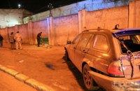 В Одессе автомобиль на еврономерах пробил дыру в стене исправительной колонии