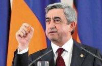 Янукович поздравил Саргсяна с переизбранием на должность Президента Армении