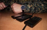 Рада заборонила військовим користуватися мобільними телефонами в зоні АТО